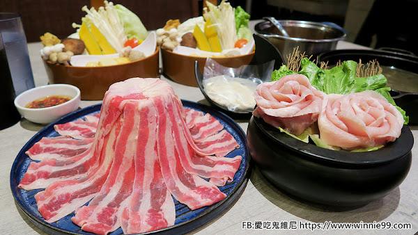 這一小鍋。大里區cp值爆表的小火鍋! 一堆肉組成的火山塔 光是用看的就口水直流!重點是肉質也很讚! 還有明治冰淇淋 水果 飲料隨你吃