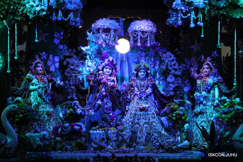 Sharad Purnima Deity Darshan on 16th Oct 2016 (11)