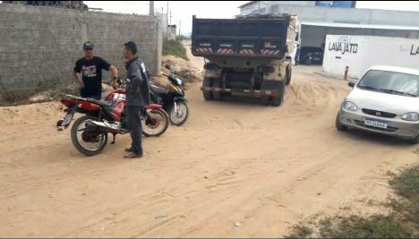 Acidente entre moto e carro caçamba deixa homem ferido em João Câmara