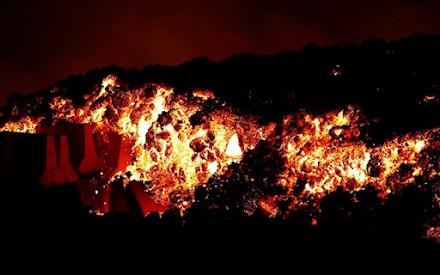 Στα Κανάρια Νησιά ο Ισπανός πρωθυπουργός - Πολλά σπίτια έχουν καταστραφεί από τη λάβα