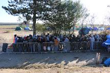 Lajna, kterou před v Srbsku těsně před chorvatskou hranicí organizovali dobrovolníci především z Česka. (Foto: Petr Štefan, ČvT)