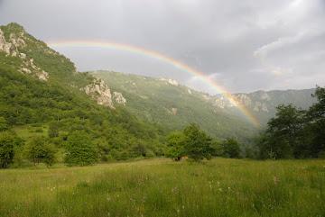Regenbogen im Rafting Camp in Šćepan Polje