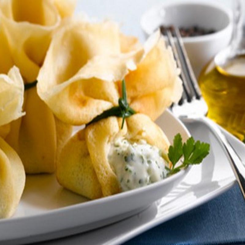 Ricette di Pasqua: Fagottini ripieni di certosa di erbe aromatiche.