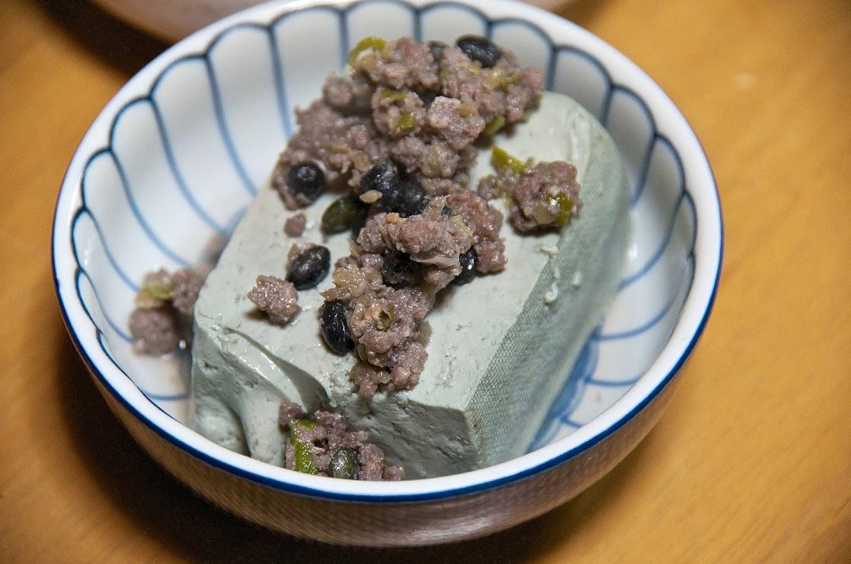 黒千石豆腐の黒千石肉味噌載せ