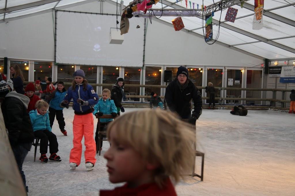 Sinterklaas bij de schaatsbaan - IMG_0297.JPG