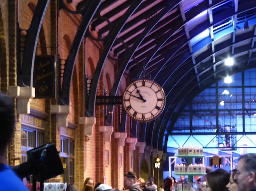 Clock on platform 9 3/4 Harry Potter