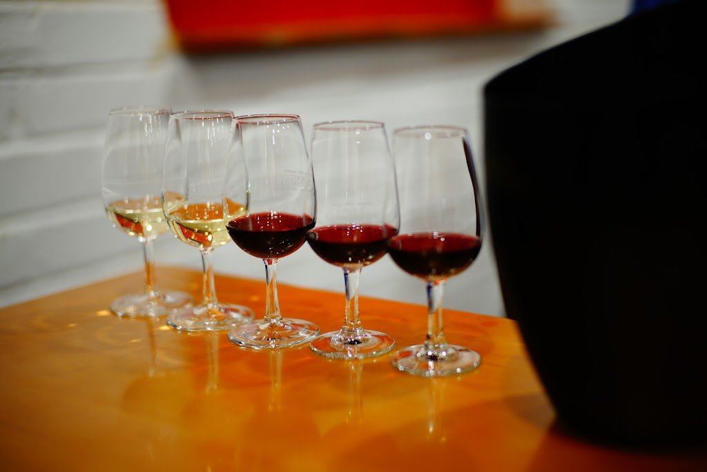 winery tour and wine tasting experience in Groot Constantia, largest and oldest winery in Cape Town