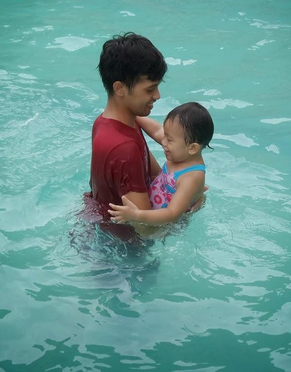 Bayi Berenang sama Bapak