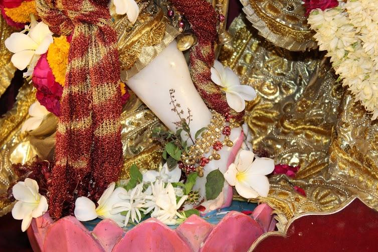 ISKCON Vallabh Vidhyanagar  Deity Darshan 09 April 2016 (2)