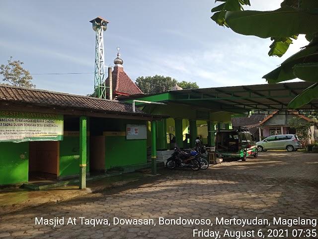 Bersih Masjid di Masjid At Taqwa, Dowasan, Bondowoso, Mertoyudan, Magelang