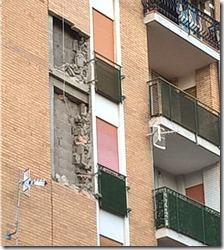 Crolla muro di un palazzo in via gran sasso