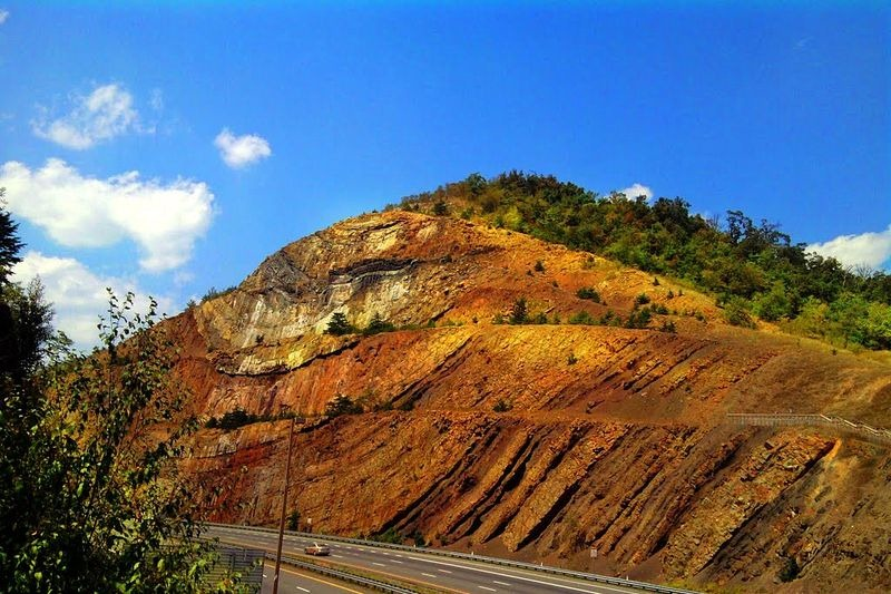 Sideling-Hill-Road-Cut-23