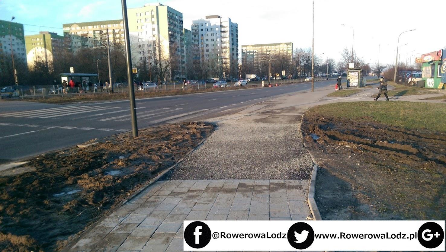 Przy ul. Puszkina ostały się resztki starej drogi dla rowerów wykonanej z asfaltu