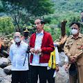 Tinjau Lokasi Terdampak Bencana, Presiden Menjadi Imam Salat Jamak Asar Di Lembata