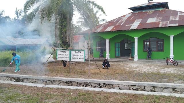 Sambut Ramadhan, Serma Dedy Ajak Warga Bersihkan Lingkungan Masjid