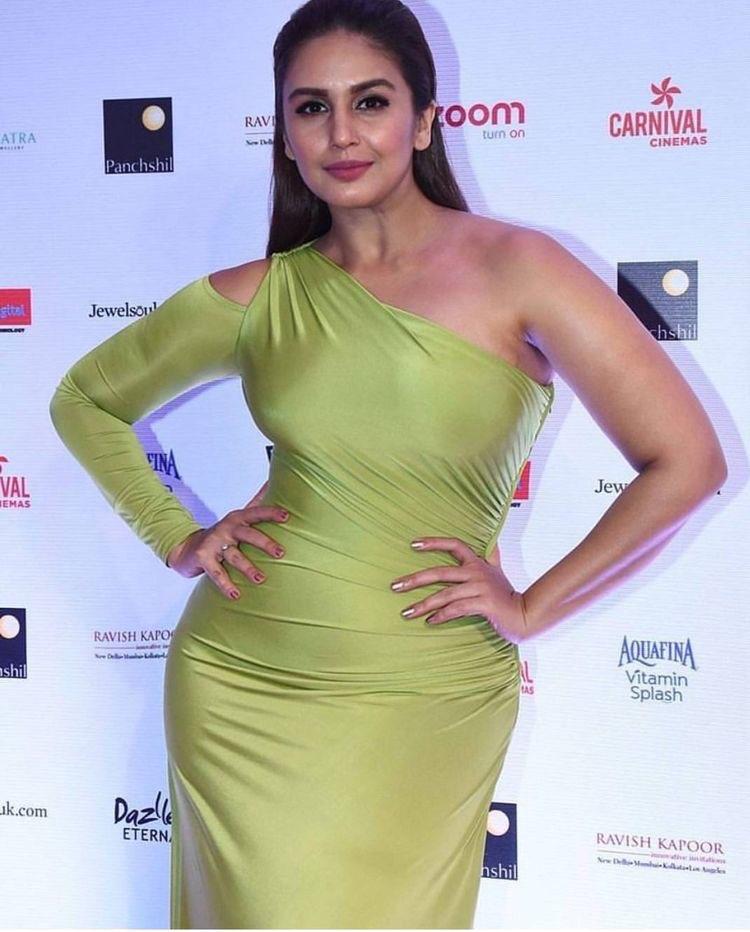 Huma Qureshi Hot Navel Queens