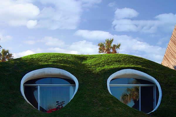 top 10 weirdest houses