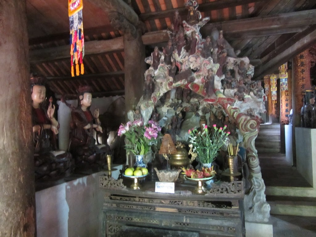 0010Ngo_Quyen_Temple