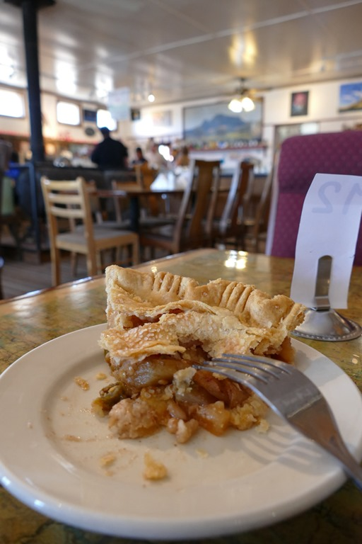 new mexico apple pie at the pie-o-neer