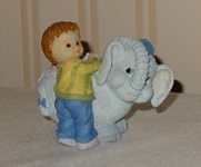 399 01-figurine avec garçon