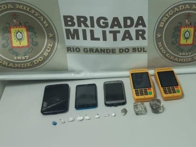 Homem de 25 anos é preso por tráfico de drogas no bairro Barnabé em Gravataí
