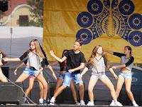 29 Színpadon az Ipolysági Művészeti Alapiskola táncszakának növendékei.JPG