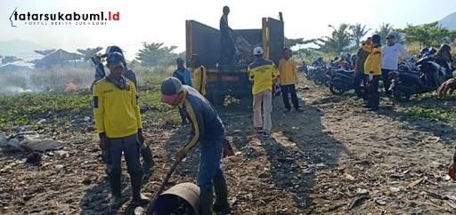 Pasca Musim Liburan Sampah Menggunung Sepanjang Pantai Palabuhanratu