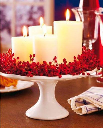 velas de natal em prato centro de mesa