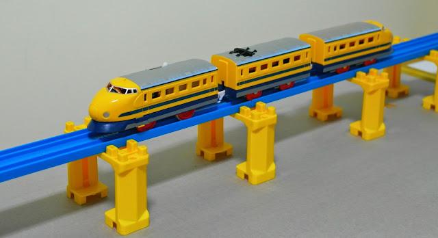 Đồ chơi tàu hỏa S-12 Doctor Yellow thật đẹp mắt