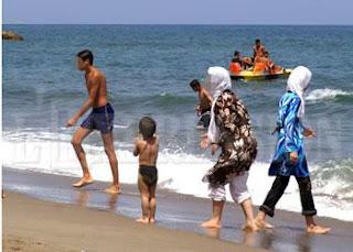 C'est le reflet de l'Algérie actuelle: Le bikini et le burkini se partagent les plages