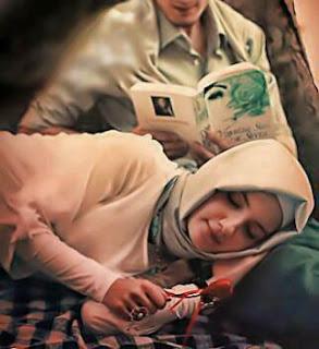 Istri Solehah Itu Tidak Banyak Menuntut Kepada Suamianya