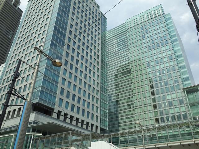浜松町駅前にそびえたつ、汐留ビルディング