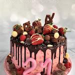 Raspberry buttercream drip cake 1.jpg