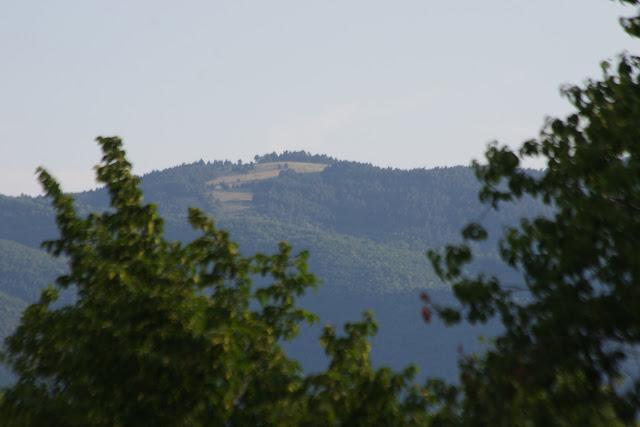 Le Grand Luberon depuis les Hautes-Courennes, Saint-Martin-de-Castillon (Vaucluse), 15 juin 2015. Photo : J.-M. Gayman