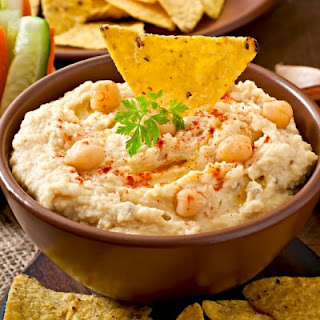 Quick and Easy Homemade Hummus