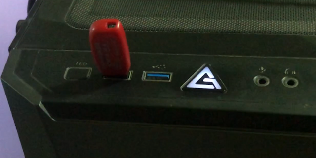 Connect USB stick to Computer