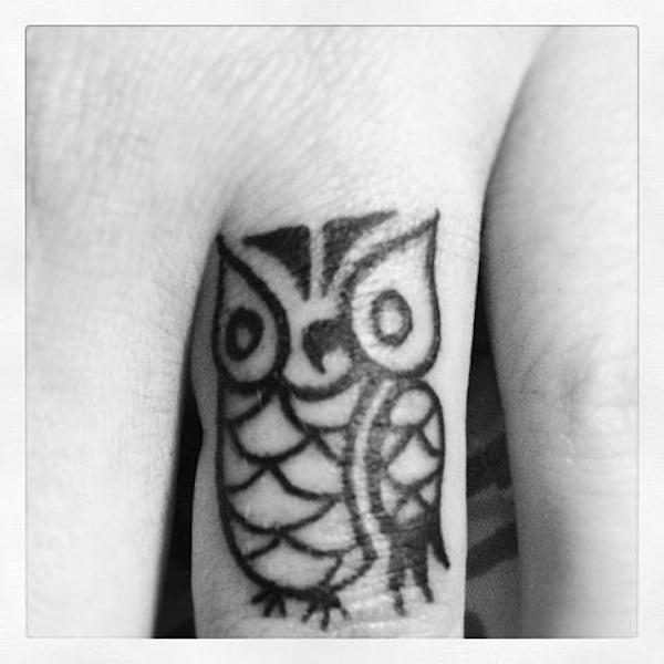 coruja_dedo_tatuagem