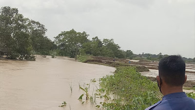 Debit Air Sungai Cilamaya Meninggi dan Tanggul Rawan Jebol, Warga Mulai Cemas !