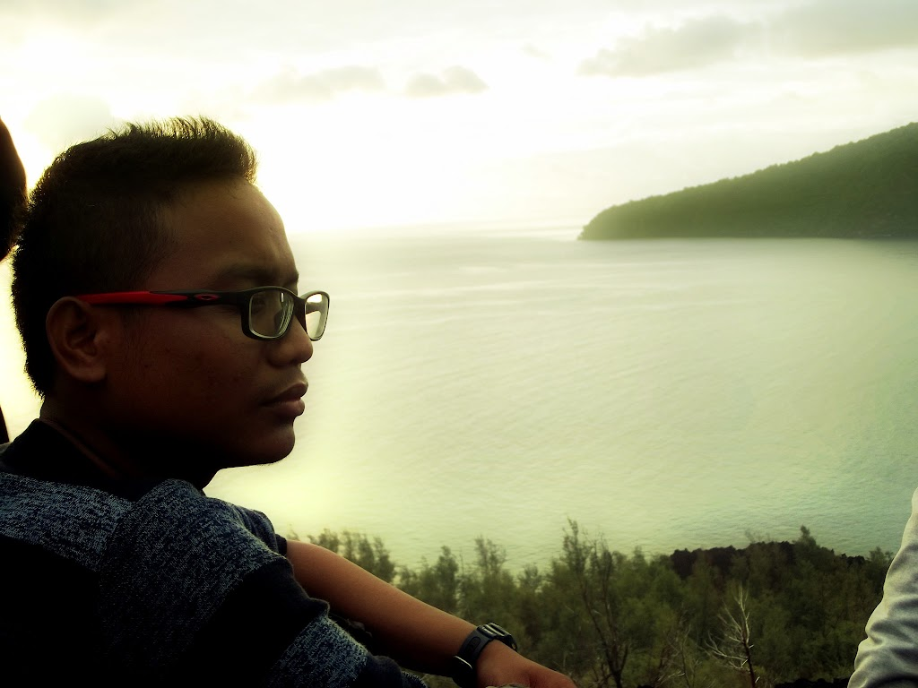 bass-ahmed-at-krakatoa-mountain-sunda-strait-indonesia-29-01-01-2012-042
