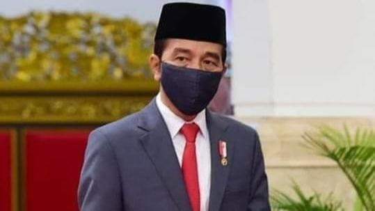 Foto: Presiden RI, Ir. H. Joko Widodo. Presiden Jokowi Bagikan Sembako ke Rumah Warga di Bogor.
