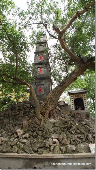 Hanoi. Lago Hoan kiem. Entrada al Templo de Ngoc Son