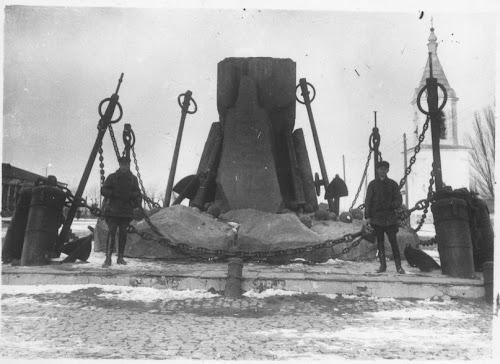 Разрушен памятник адмиралу Грейгу в Николаеве