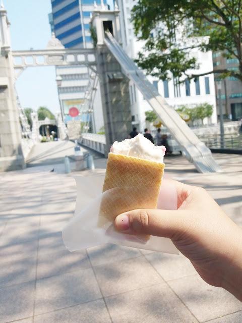 Bahagianya liburan ke Singapura bersama Air Asia
