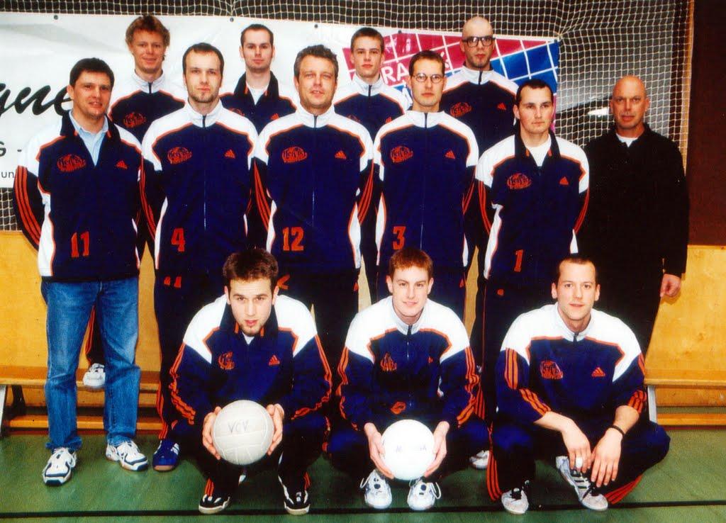 Der VCV wurde mit den Herren zuletzt im Jahr 2000 Landesmeister und spielte danach 3 Jahre in der 2.Bundesliga. 1986 konnte man den vorletzten Landesmeistertitel feiern. Dazwischen lagen also 14 Jahre. 2014 wollen wir also den nächsten Titel! ;-)