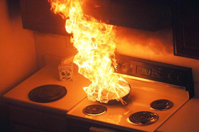 Ilustrasi Minyak Goreng Yang Terbakar