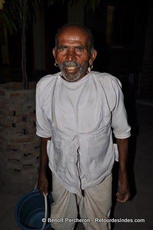 Veille homme en tenue traditionnelle, Narlai, Rajasthan