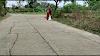 VIDEO : डंडा टेक कर मिटटी ला रही अम्मा, पूछा तो बोली पेड़ लगाउंगी