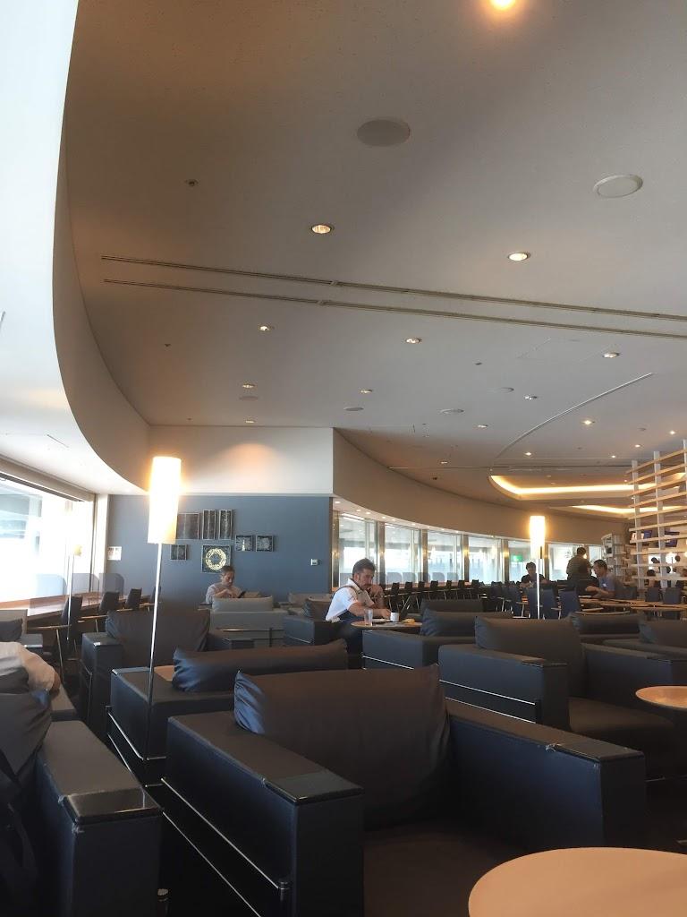 成田空港のDELTAラウンジ