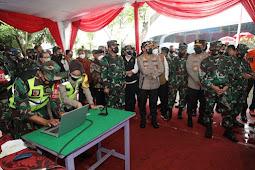Cek Penggunaan Aplikasi Tracer Silacak, Panglima TNI dan Kabaharkam didampingi Forkopimda Jawa Timur