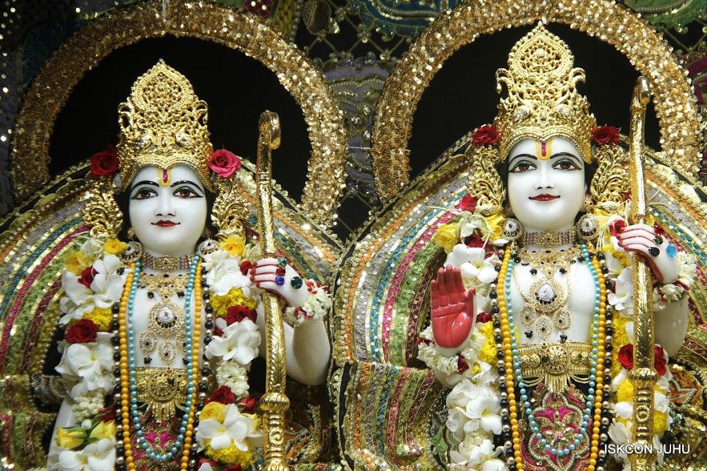 ISKCON Juhu Sringar Deity Darshan on 28th May 2016 (38)